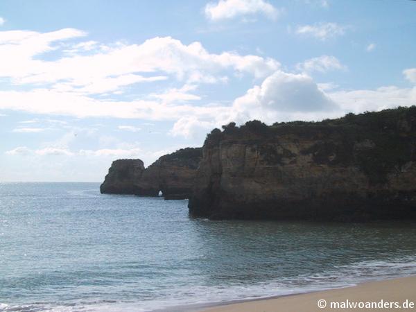 Die erste Bucht mit angrenzenden Felsen