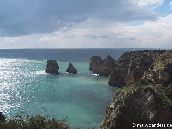 Blick auf die Felsenküste