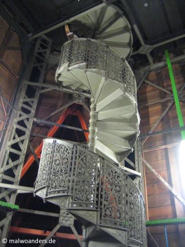 Wendeltreppe unters Dach