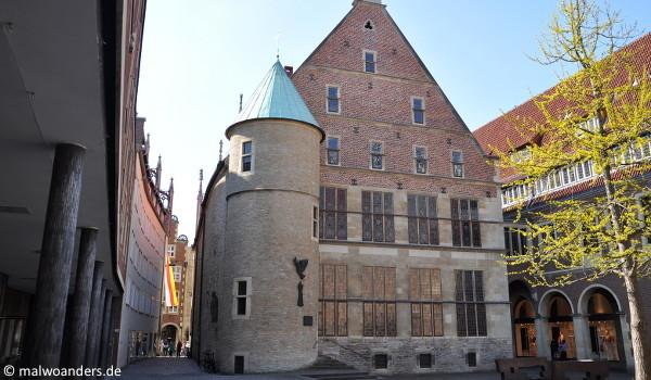 Platz des Westfälischen Friedens und Rathaus von Hinten