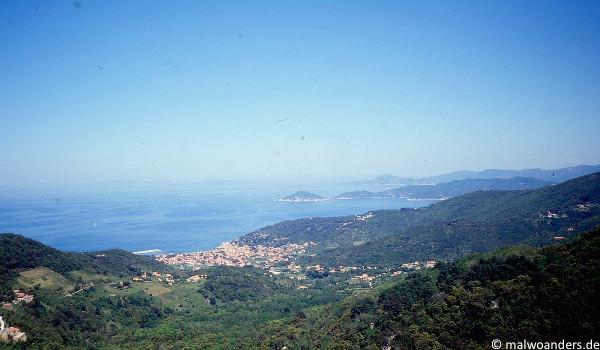 Blick auf aufs Meer und Marciana Marina