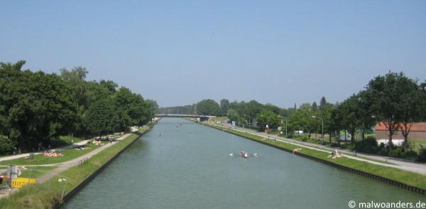 Blick auf den Dortmund-Ems-Kanal von der Brücke Schillerstraße