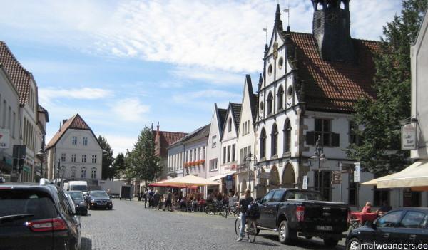 Marktplatz Burgsteinfurt mit historischem Rathaus und Stadtweinhaus