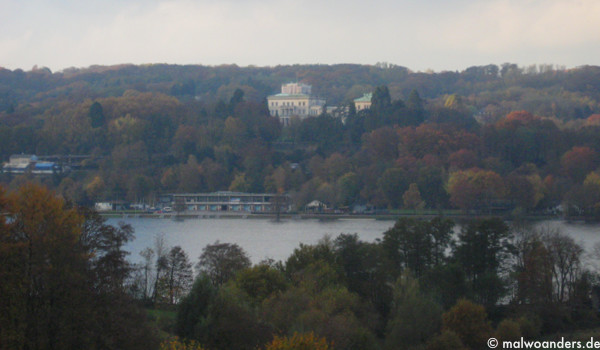 Blick auf den Baldeneysee und die Villa Hügel